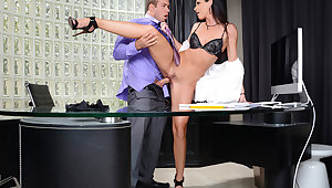 India Summer & Chad White about Seduced hard by a Cougar