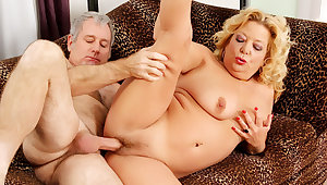 Kermis GILF Karen Summers Has Her Hairy Pussy Stuffed by an Abb�