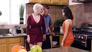 Busty blonde housewife Dee Williams loves having nonsensical steamy MFF threesome