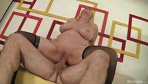 Oversexed MILF Carla Craves gets the good boning she desired