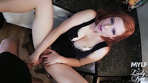 Hot redhead puts a lot be advisable for effort in fucking like a queen